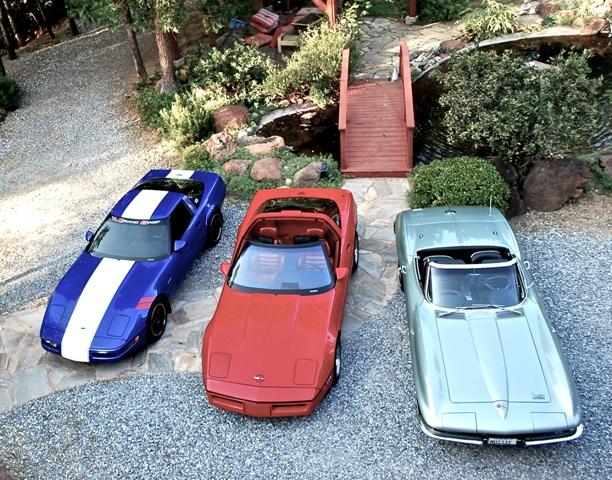 3 Corvettes